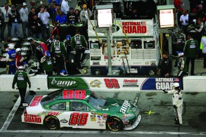 2009_daytona_500_dale_earnhardt_jr_serves_penalty_in_pit_box