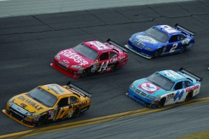 2009_daytona_500_matt_kenseth_leads_tony_stewart_aj_allmendinger_and_kurt_busch