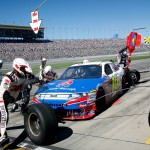 2010_Kansas_Oct_NSCS_16_pit_stop