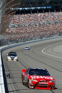 2010_Kansas_Oct_NSCS_Tony_Stewart_leads