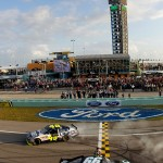 2010_Homestead_Nov_NSCS_Carl_Edwards_wins_Jimmie_Johnson_champ