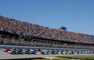 2010_Talladega_Oct_NSCS_field_coming_to_green