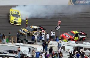 2011_Las_Vegas_NSCS_Kurt_Busch_spins