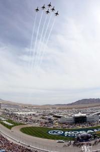 2011_Las_Vegas_NSCS_Thunderbirds_flyover