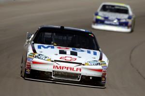 2011_Las_Vegas_NSCS_Tony_Stewart_leads