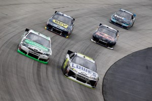 2011_Dover_Oct_NSCS_Kyle_Busch_Jimmie_Johnson_Side-By-Side
