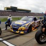 2012_Kansas_April_NASCAR_Sprint_Cup_Race_Martin_Truex_Jr_Pit_Stop