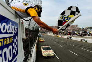 2012_Martinsville_March_NASCAR_Sprint_Cup_Race_Checkered_Flag_Ryan_Newman