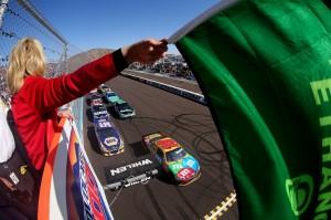 2012_Phoenix2_Kyle_Busch_Leads_Field_To_Green_Flag