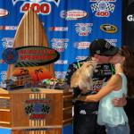 kyle busch samantha busch kiss 150x150 NASCAR: Analyse Fontana 2013