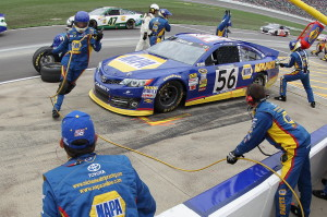Martin-Truex-Jr-Kansas-1-pit-stop-2013-nascar