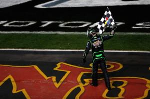 Texas_Motor_Speedway_NSCS_041313_Kyle_Busch_Sunoco_Flag_Win