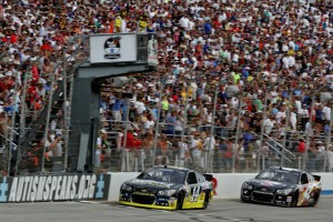 Tony-Stewart-checkered-flag-finish-NASCAR-Fed-Ex-Autism-Speaks-400