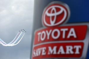 Toyota-Save-Mart-NASCAR-Sprint-Cup-Series-flyover1