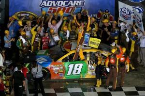 NASCAR_NSCS_ATL_9113_Kyle_Busch_Victory_Lane