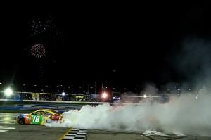 NASCAR_NSCS_Kyle_Busch_Burnout_ATL_9113