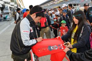 Super Formula Fuji Speedway 2014 Naoki Yamamoto Kids Walk