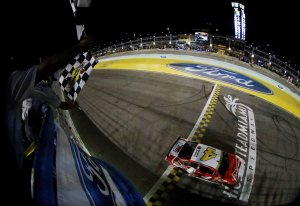 NSCS_111614_Checkered_Harvick