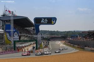 Car #17 / PORSCHE TEAM (DEU) / PORSCHE 919 HYBRID Hybrid / Timo BERNHARD (DEU) / Mark WEBBER (AUS) / Brendon HARTLEY (NZL) - Le Mans 24 Hours at Circuit Des 24 Heures - Le Mans - France
