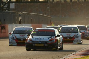 Jason-Plato-heads-the-chasing-pack-behind-Shedden-