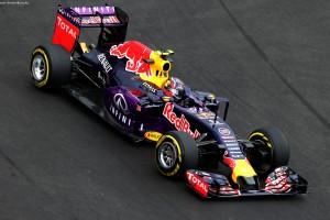 F1_Race_Mexico_2015_09