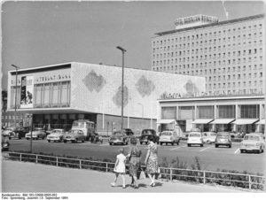 Berlin, Karl-Marx-Allee, Eisbar, Kino International